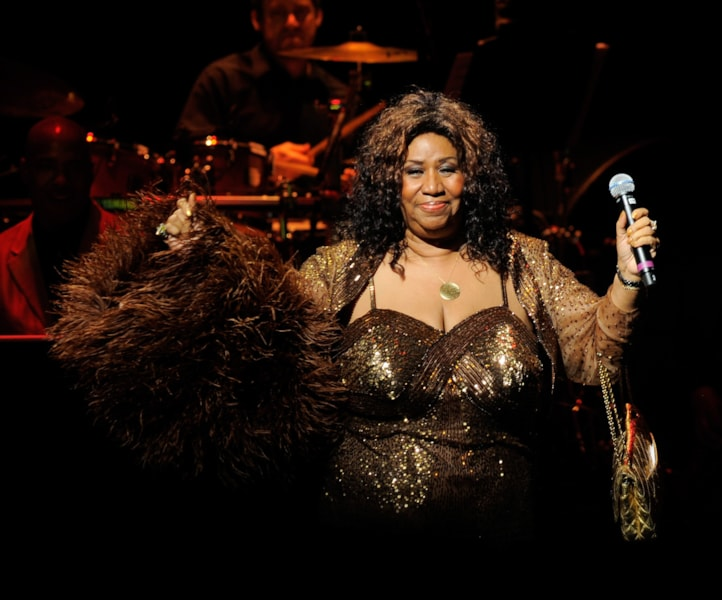 NEW YORK - JUNE 14:  Singer Aretha Franklin performs after she was inducted into the Apollo Legends Hall of Fame at the 2010 Apollo Theater Spring Benefit Concert & Awards Ceremony at The Apollo Theater on June 14, 2010 in New York City.  (Photo by Jemal Countess/Getty Images)
