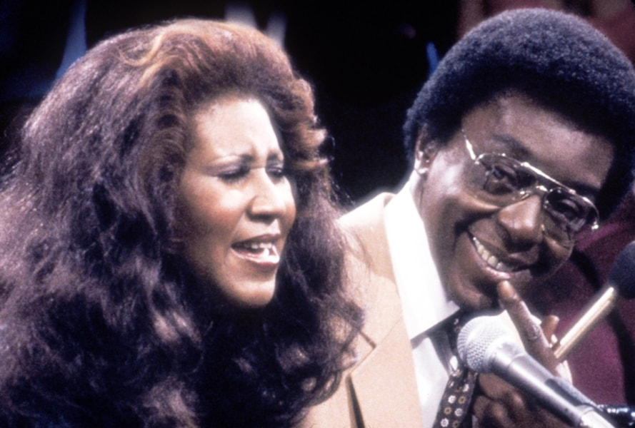"384820 04: Singer Aretha Franklin with show host and producer Don Cornelius. Franklin was one of many entertainers who performed on ""Soul Train"" in the 1970''s, part of the Soul Train 30th Anniversary ""Divas and Kings 2000 & Beyond."" (Photo by 2001 Tribune Entertainment)"