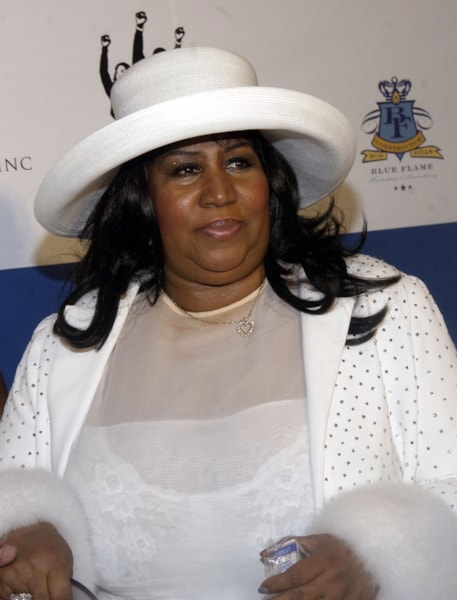 """SOUTHAMPTON, NY - JULY 4:  Singer Aretha Franklin arrives to the """"P Diddy"""" Combs Annual White Party on July 4, 2004 at the Playstation 2 Estate, in Southampton, New York. (Photo by Brad Barket/Getty Images)"""
