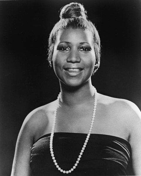 Portrait of American soul singer Aretha Franklin as she wears a strapless dress and pearl necklace and has her hair in a bun, 1977. (Photo bhy Hulton Archive/Getty Images)