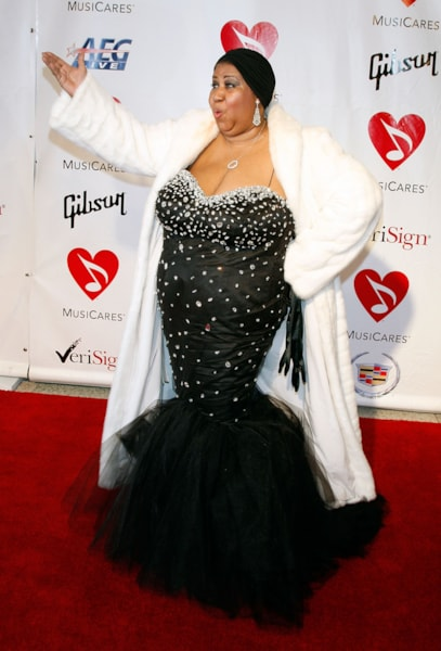 LOS ANGELES, CA - FEBRUARY 08:  Singer Aretha Franklin arrives at the 2008 MusiCares person of the year honoring Aretha Franklin held at the Los Angeles Convention Center on February 8, 2008 in Los Angeles, California.  (Photo by Kevin Winter/Getty Images)