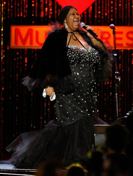 LOS ANGELES, CA - FEBRUARY 08:  Singer Aretha Franklin performs onstage during the 2008 MusiCares person of the year honoring Aretha Franklin held at the Los Angeles Convention Center on February 8, 2008 in Los Angeles, California.  (Photo by Kevin Winter/Getty Images)