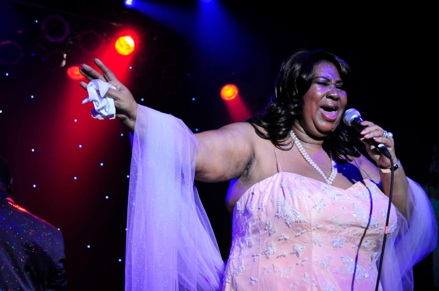 EAST HAMPTON, NY - AUGUST 23:  Aretha Franklin performs for  @Ross 08 Series Benefiting Ross School's Programs and Scholarships at Ross School on August 23, 2008 in East Hampton, New York  (Photo by Eugene Gologursky/Getty Images for Ross School)