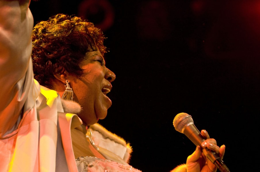 WEST HOLLYWOOD, CA - NOVEMBER 21:  Aretha Franklin performs at The House of Blues on November 21, 2008 in West Hollywood, California.  (Photo by Timothy Norris/Getty Images)