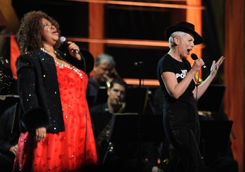 NEW YORK - OCTOBER 30:  Aretha Franklin and Annie Lennox perform onstage at the 25th Anniversary Rock & Roll Hall of Fame Concert at Madison Square Garden on October 30, 2009 in New York City.  (Photo by Stephen Lovekin/Getty Images)