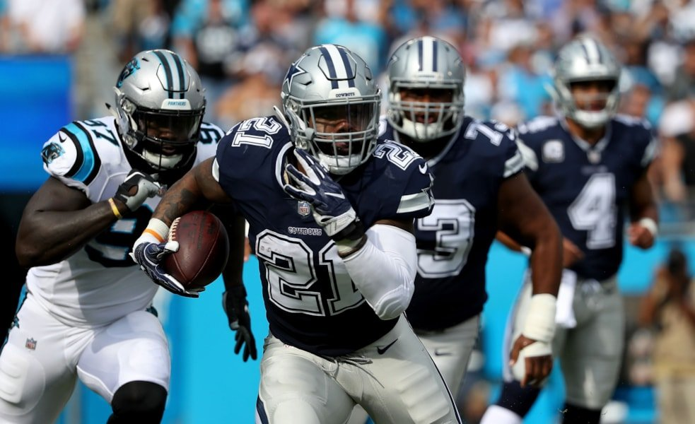 CHARLOTTE, NC - SEPTEMBER 09:  Ezekiel Elliott #21 of the Dallas Cowboys runs the ball against the Carolina Panthers in the first quarter during their game at Bank of America Stadium on September 9, 2018 in Charlotte, North Carolina.  (Photo by Streeter Lecka/Getty Images)