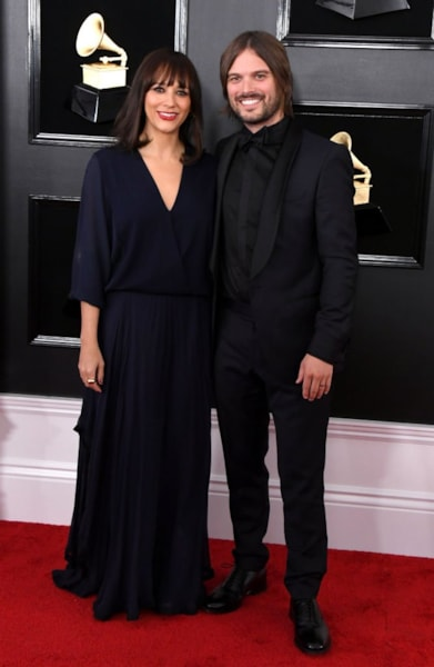 LOS ANGELES, CALIFORNIA - FEBRUARY 10: Rashida Jones and Alan Hicks attend the 61st Annual GRAMMY Awards at Staples Center on February 10, 2019 in Los Angeles, California. (Photo by Jon Kopaloff/Getty Images)